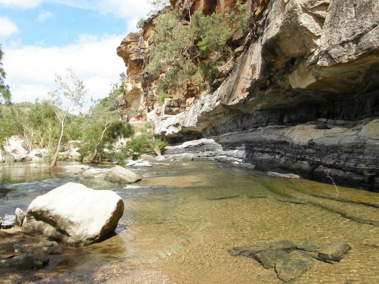 Qld_Hughenden_Porcupine Gorge_Betts Creek Beds Coal seams (3).jpg